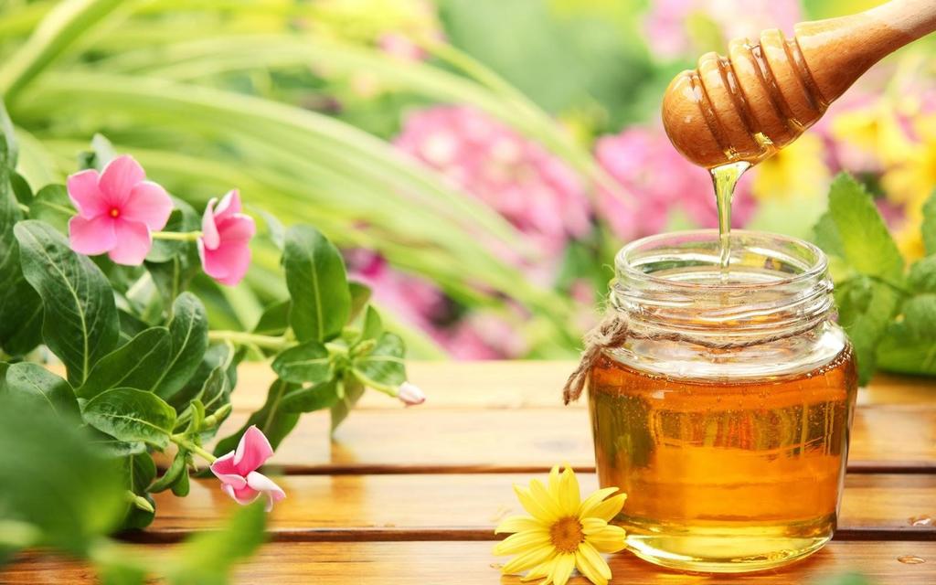 Massage mặt bằng mật ong giúp dưỡng trắng da hiệu quả