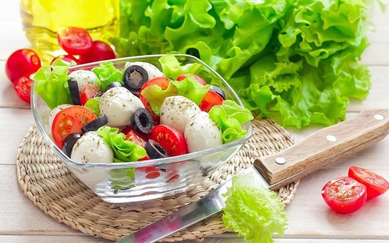 Chế độ ăn uống khi chăm sóc da mặt bị nám tại nhà cần nhiều vitamin và khoáng chất