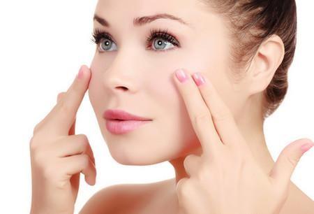 Massage mặt giúp tăng đàn hồi cho da