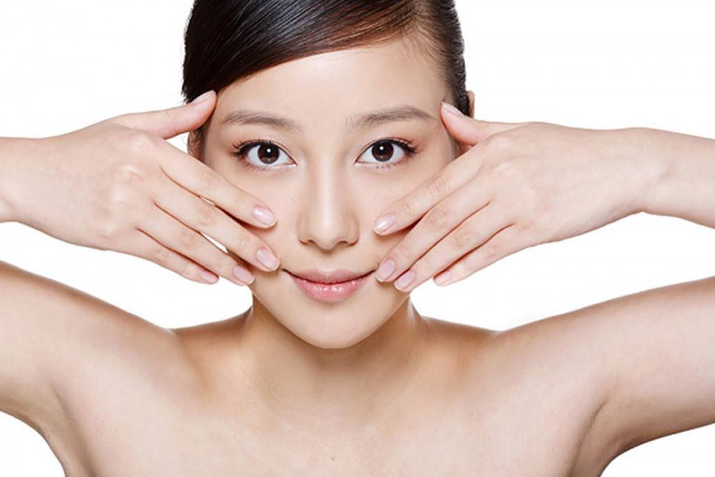 Massage mặt giảm béo giúp kích thích các huyệt đạo