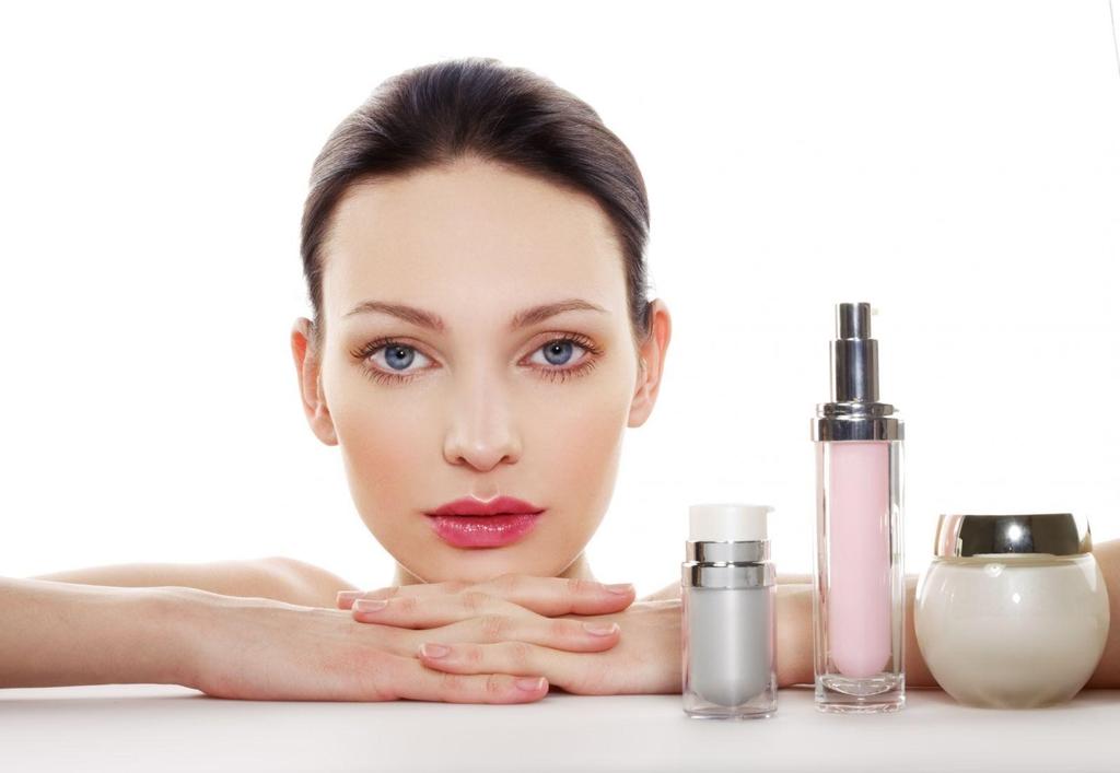 Dưỡng ẩm cho da là một trong những bước quan trọng khi chăm sóc da nhờn
